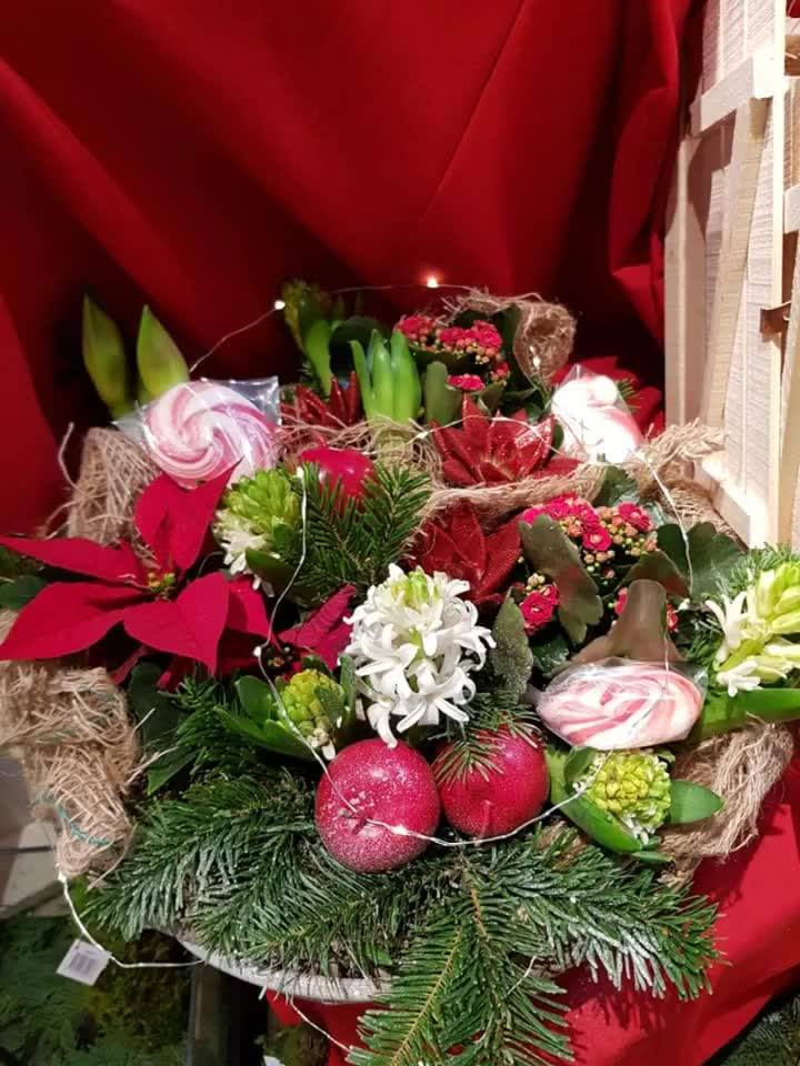 Butiken fylls nu på med julgrupper av olika slag!